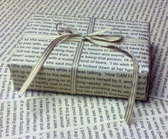 alice in wonderland wrapping